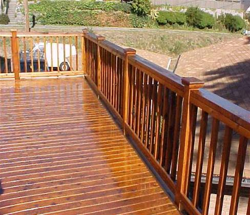Deck cleaning how to prepare a deck for staining diy for Plancher pvc exterieur